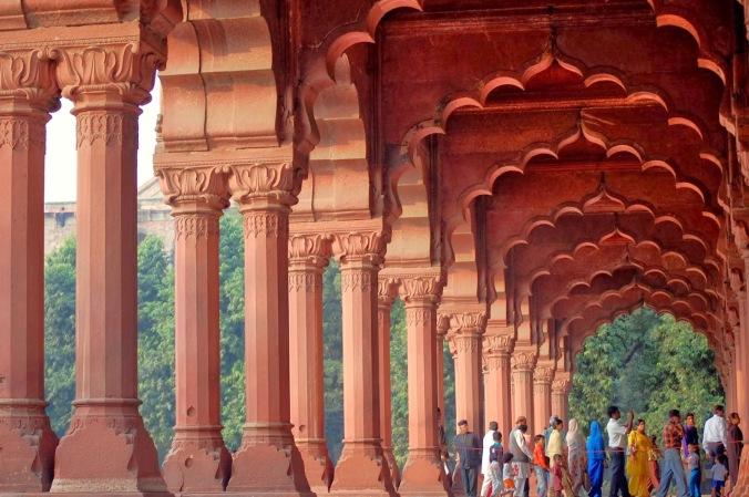 Inside_Diwan-i-Aam,_Lal_Quila,_Delhi