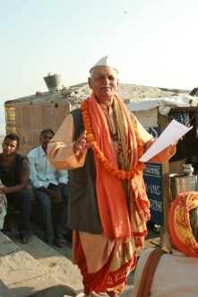 Poet reciting his poetry at Assi Ghat