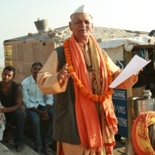 An impromptu poetry reading, Varanasi