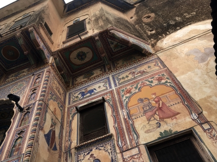 Painted haveli - note the gramaphone
